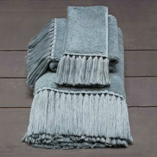 Luxury bath towel with fringes