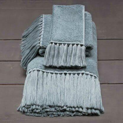 Luxury bath towel with fringes