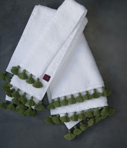 Green pompoms white bath linen