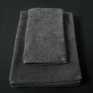 servieete de bain gris anthracité brodée main noir
